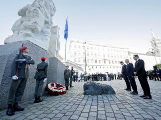 En recuerdo de las víctimas del Holocausto nazi.