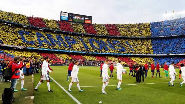 Salida de Real Madrid y Barça en el Camp Nou