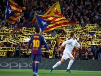 Fondo amarillo en el Camp Nou