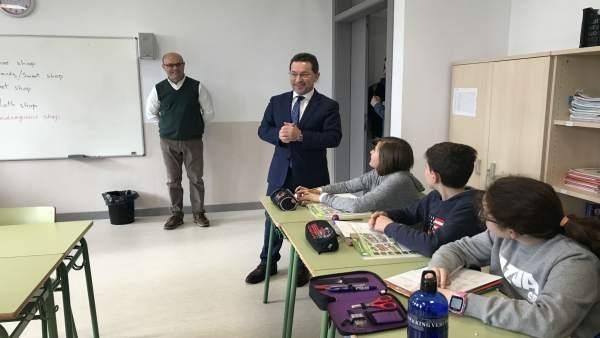 El Consejero Asturiano De Educación, Genaro Alonso