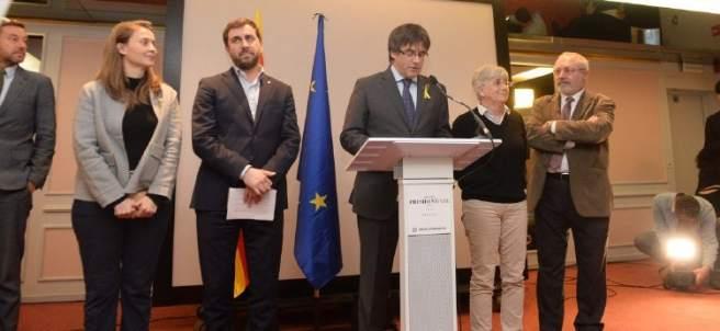 Meritxell Serret, Toni Comín, Carles Puigdemont, Clara Ponsatí y Lluís Puig