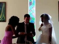 Un cocodrilo arranca el brazo a la novia