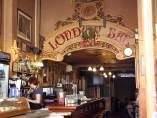 Interior del London Bar de Barcelona, que reabrirá el empresario circense Carlos Raluy.