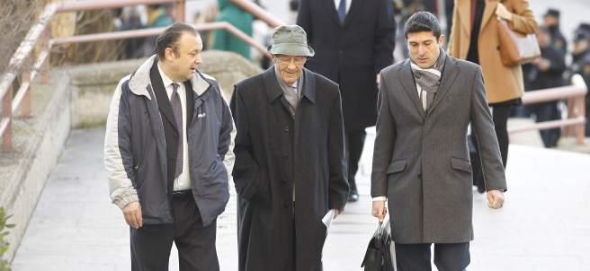 Simón Viñals Pérez y Carlos Viñals Larruga a su llegada al juicio