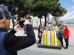 La subasta de 53 meninas urbanas recauda 300.000 euros para fines solidarios