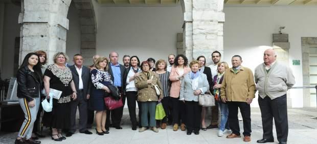 Gorostiaga con familiares de las víctimas del 'caso Almería'
