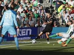 Betis y Sevilla se enfrentan en el Benito Villamarín.