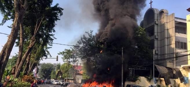 Ataque a iglesias en Indonesia