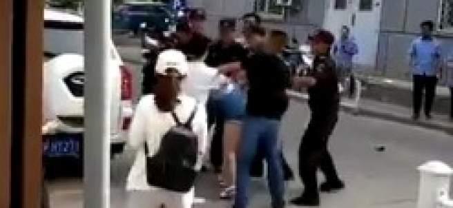 Mujeres agredidas en China