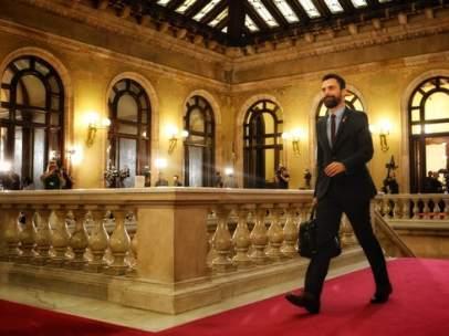 El presidente del Parlament, Roger Torrent, llegando al Parlament antes de la investidura de Quim Torra.