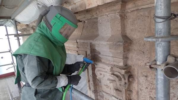 Trabajos de restauración de la fachada del Museo de Teruel.
