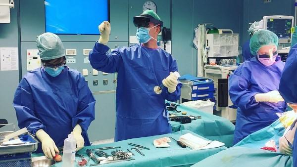 Intervención en el CHN con apoyo de las gafas de realidad aumentada.