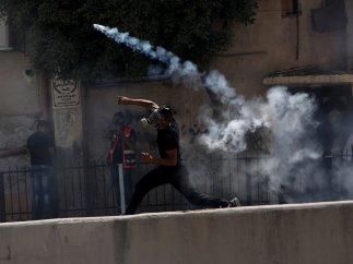 Piedras contra los soldados israelíes