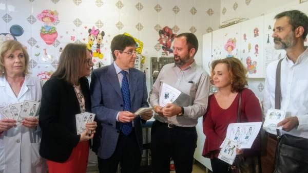 Villegas, en el centro, presenta el programa de intervención