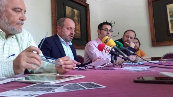 Rueda de prensa sobre la manifestación de 'Todos a una por Linares'.