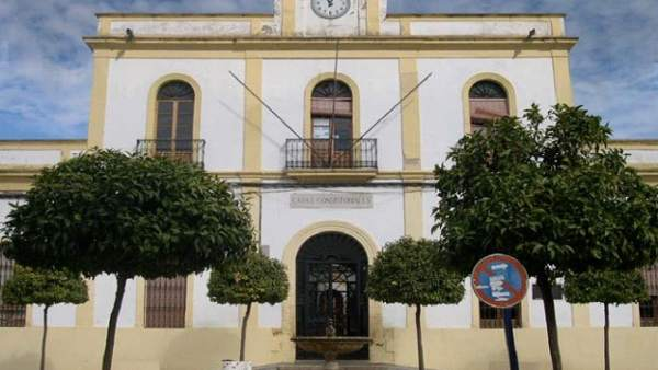 Fachada Del Ayuntamiento De Posadas