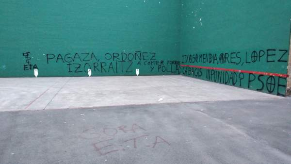 Pintadas amenazantes en Hernani (Gipuzkoa)