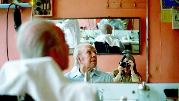 María Kodama fotografíando a Borges en Estambul