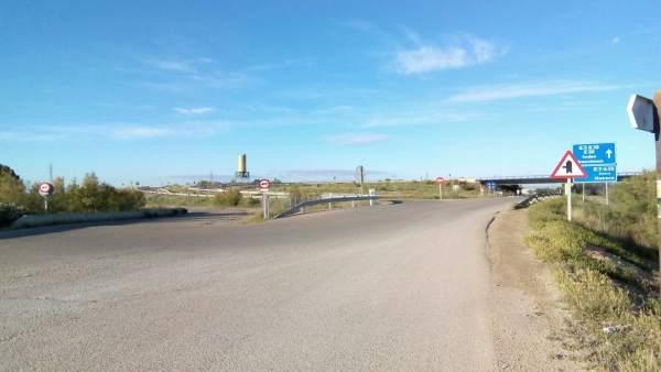 Carretera de acceso a Montañana