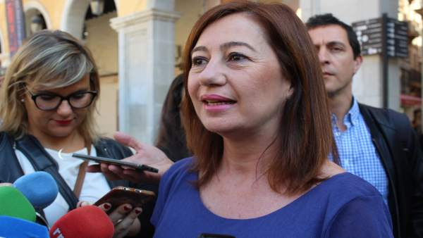 La presidenta del Govern, Francina Armengol, en declaraciones a la prensa