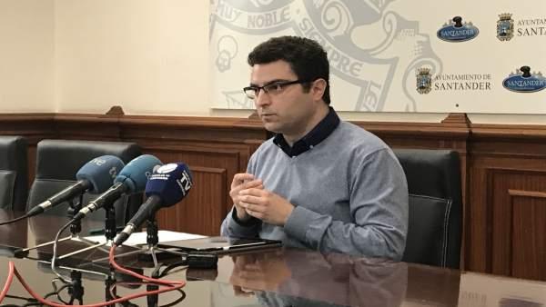 El concejal de Juventud, Daniel Portilla, presenta la nueva App