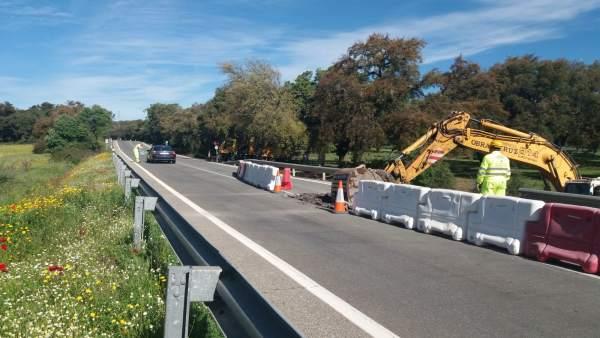 Junta realiza obras en la carretera de Cala por valor de 60.000 euros.