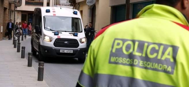 El furgón de los Mossos que traslada al detenido por el doble crimen de Susqueda.