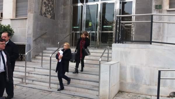 La exsecretaria del Patronato de Turismo, a la salida del juicio