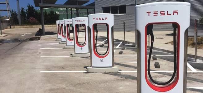 Tesla inaugura su primer supercargador en Madrid y ya suma 23 en España