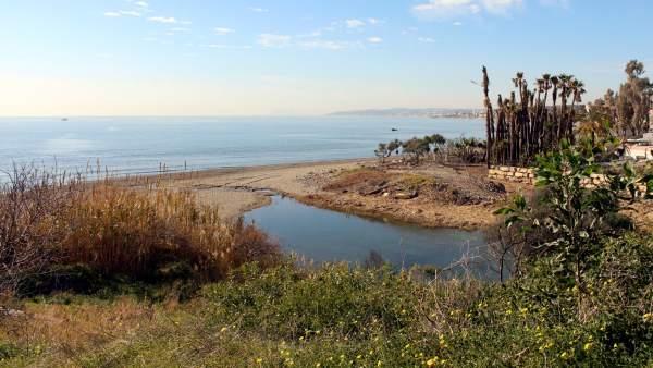 Senda litoral tramo que se construirá sobre arroyo cauce río estepona