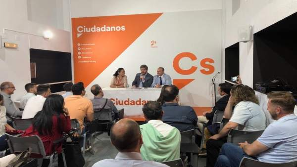 El secretario de Organización de Cs, Francisco Hervías, en Huelva.