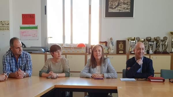 Fernández, reunida con la comunidad educativa del CEIP Miguel Servet
