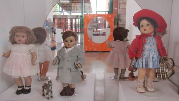 Muñecas exposición colección juguetes