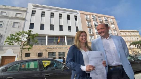Los populares Teresa Ruiz-Sillero y Juancho Oirtiz