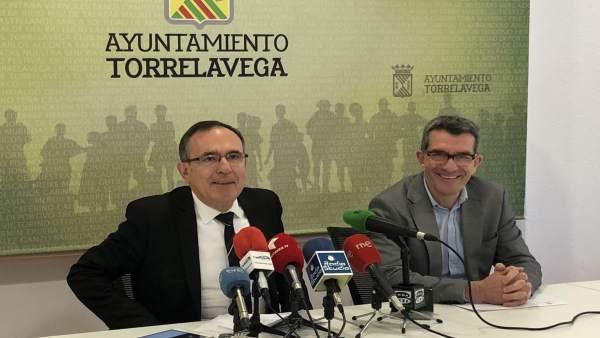 El alcalde y el concejal de Economía y Hacienda presentan los presupuestos