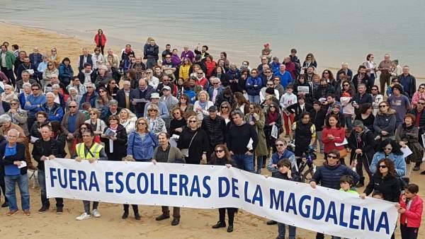 Protesta de la plataforma 'Salvar la Magdalena' contra los diques