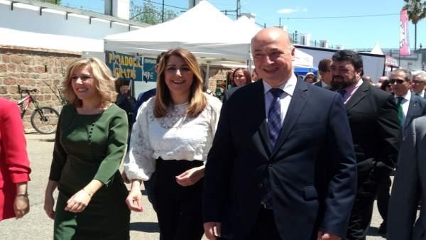 Díaz, entre la alcaldesa de Montoro y el presidente de la Diputación cordobesa