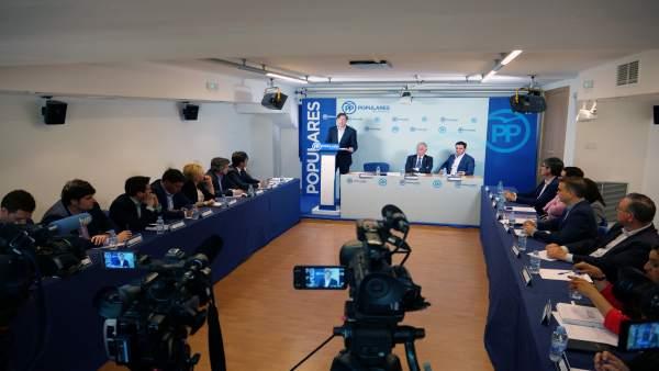 Rafael Hernando (PP) en su intervención ante miembros del partido en Almería