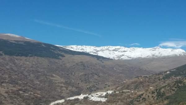 Imagen de la Alpujarra de Granada, con Bubión y Capileira bajo el Veleta