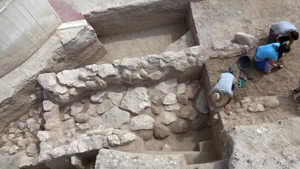 Proceso de exacvación en la muralla