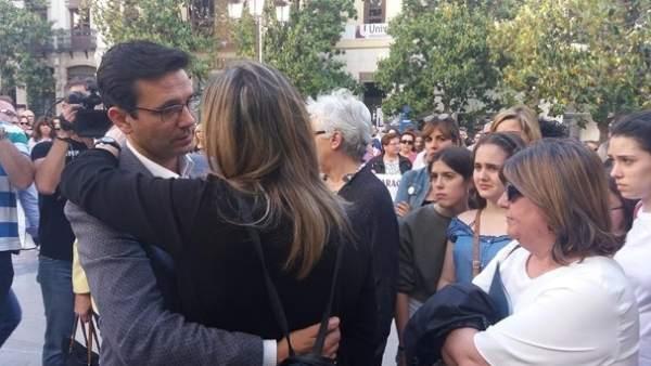 Concentración en Granada este pasado martes por la fallecida en Las Gabias