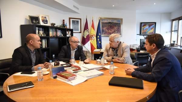 Reunión de los municipios ribereños en la Consejería