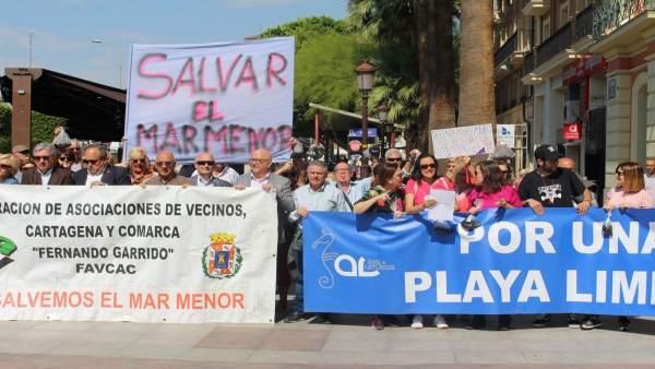 Imagen de los vecinos, durante la manifestación