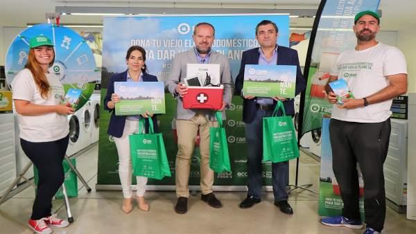 Algar (centro), en la presentación de la campaña