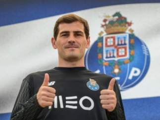 Iker Casillas, con la camiseta del Oporto.