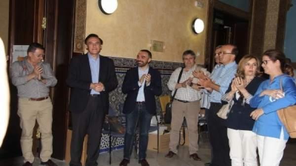 Gómez Villamandos entra a la Sala Mudéjar tras conocerse los resultados