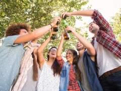 Los adolescentes europeos beben menos, aunque los niveles de alcohol siguen peligrosamente altos