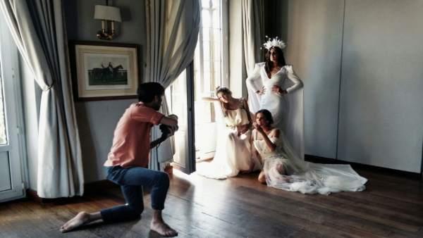 Una sesión de fotos de novia en unos de los salones del Restaurante Oriza