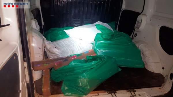 Vehículo interceptado por los Mossos d'Esquadra con 180 kilos de hachís