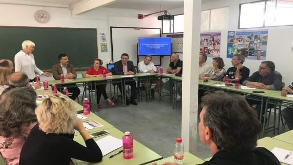 Martínez-Cachá en la reunión con los directores de los 17 centros de Adultos